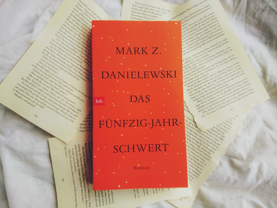 Mark Z. Danielewski das fünfzig-Jahr-Schwert Rezension Roman Literatur